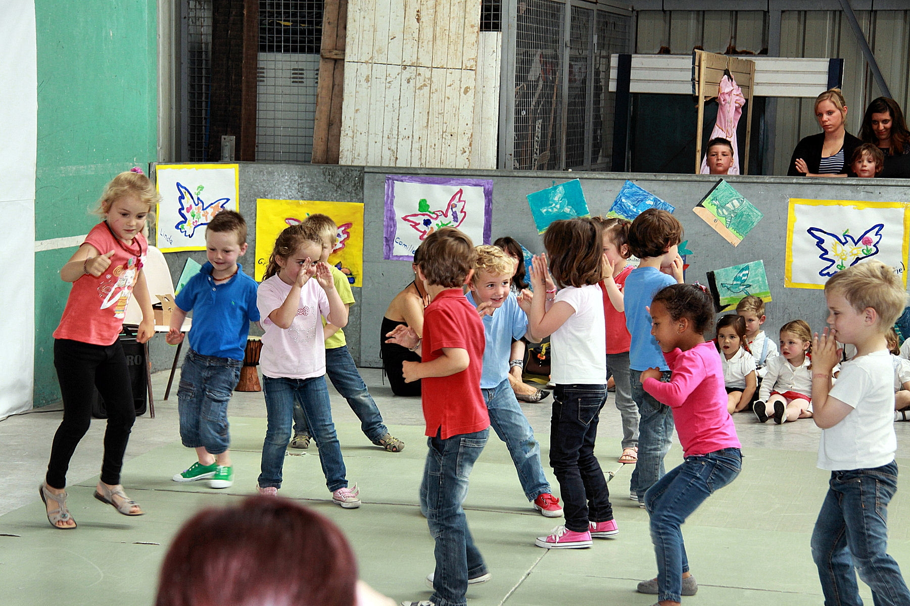 Spectacle travers les ges ecole sainte mariespectacle - Ecole sainte marie aubagne ...
