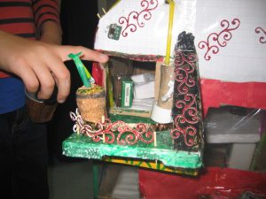 IMG 5187 300x225 Une cabane géante entièrement fabriquée à la main !