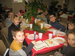 IMG 5504 300x225 Les photos du repas de Noël de lécole