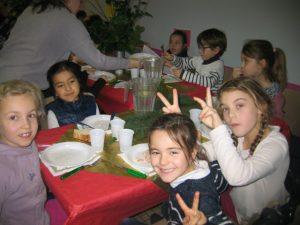 IMG 5505 300x225 Les photos du repas de Noël de lécole