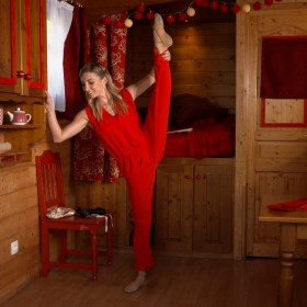 thc 1b696 Roulottte rouge Un beau spectacle sur le thème des arts !
