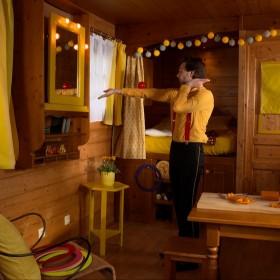 thc 69d45 Roulotte jaune Un beau spectacle sur le thème des arts !