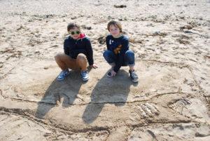 DSC 0036 300x201 Land art à la plage en CE2 CM1