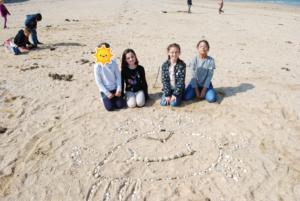 DSC 0040 300x201 Land art à la plage en CE2 CM1