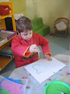 peinture sans pinceaux 20 e1554132219729 225x300 En maternelle on expérimente la peinture sans pinceaux !