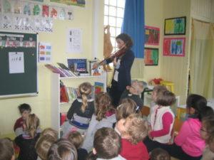 violon et violoncelle 3 300x225 concert dans la classe !!!