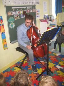 violon et violoncelle 9 e1554134067441 225x300 concert dans la classe !!!
