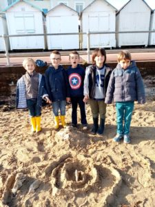 IMG 20191018 104951 225x300 Land Art à la plage!