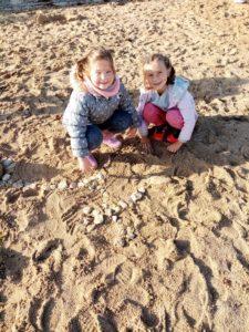 IMG 20191018 105030 225x300 Land Art à la plage!