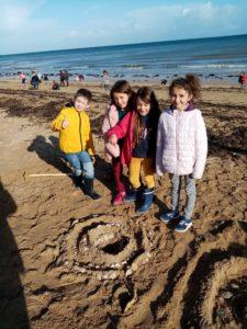 IMG 20191018 111458 225x300 Land Art à la plage!