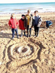 IMG 20191018 111532 225x300 Land Art à la plage!