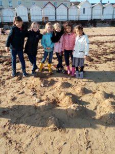 IMG 20191018 112059 225x300 Land Art à la plage!